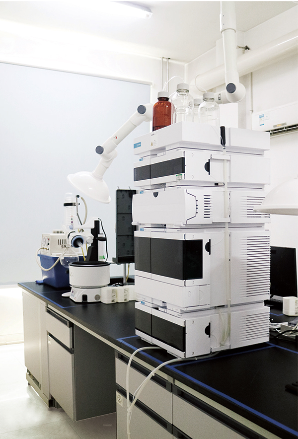 HPLC( High performance liquid chromatograph )